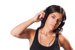 Isolerad flicka som lyssnar till musik Royaltyfri Bild