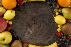 isolerad frukt för ramen 3d framför white Royaltyfria Bilder