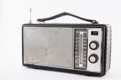 Isolerad gammal retro radio Fotografering för Bildbyråer