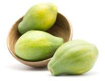 Isolerad grön Papaya Arkivfoto