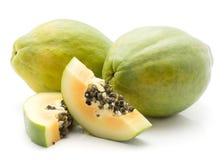Isolerad grön Papaya Royaltyfria Foton