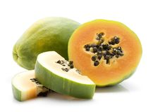 Isolerad grön Papaya Arkivfoton
