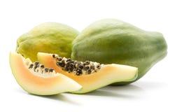 Isolerad grön Papaya Arkivbilder