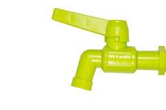 Isolerad grön plast- vattenkran Royaltyfri Bild