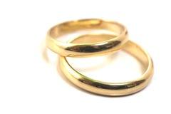 isolerad guld ringer bröllop Arkivfoto