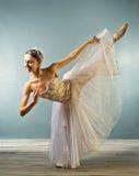 isolerad härlig dans för ballerina royaltyfri foto