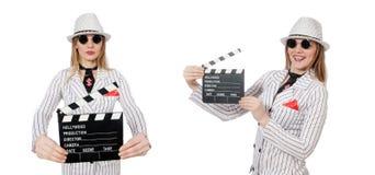 Isolerad härlig flicka i hållande clapperboard för randiga kläder Arkivfoton