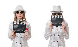 Isolerad härlig flicka i hållande clapperboard för randiga kläder Royaltyfria Bilder