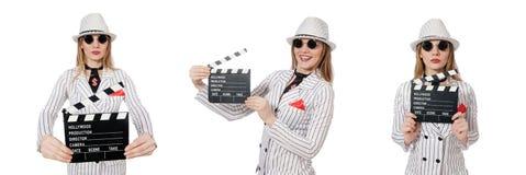 Isolerad härlig flicka i hållande clapperboard för randiga kläder Royaltyfri Fotografi