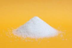 Isolerad hög av socker royaltyfria foton