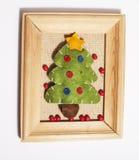 Isolerad julgarnering, vit bakgrund för vykorthälsningar, leksakdesign på trädmakroen, gåvor under santas Arkivbilder