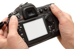 Isolerad kamera i händer Isolerad vit skärm för modell Fotografering för Bildbyråer