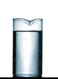 Isolerad kemisk dryckeskärl på tabellen med lösningen Arkivfoto