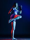 Isolerad kvinnaboxareboxning arkivfoton