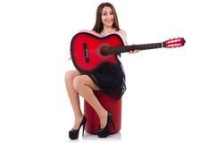 Isolerad kvinnagitarrspelare Fotografering för Bildbyråer