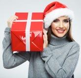 Isolerad kvinnlig stående för juljultomten hatt santa kvinna Chri Royaltyfri Bild