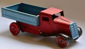 Isolerad leksak för lastbil (lastbil) på vit bakgrund Fotografering för Bildbyråer