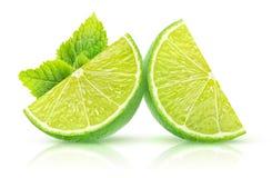 Isolerad limefrukt och mintkaramell arkivfoton