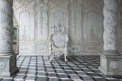 isolerad lyxig banawhite för stol clipping Fotografering för Bildbyråer