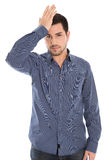 Isolerad man med den deprimerad blåa skjortan som är chockad och royaltyfri foto