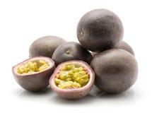 Isolerad maracuya för passionfrukt royaltyfri bild