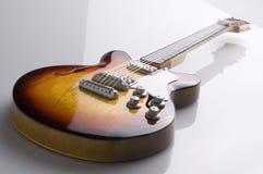 isolerad modell för kasinoepiphone gitarr royaltyfria bilder