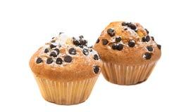 Isolerad muffin med chokladdroppar Arkivfoto