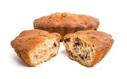Isolerad muffin med chokladdroppar Royaltyfria Foton