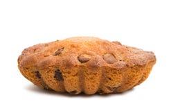 Isolerad muffin med chokladdroppar Royaltyfri Foto