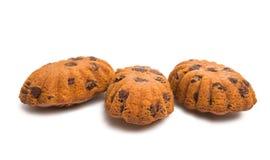 Isolerad muffin med chokladdroppar Arkivfoton