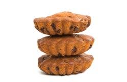 Isolerad muffin med chokladdroppar Arkivbilder
