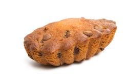 Isolerad muffin med chokladdroppar Royaltyfri Bild