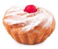 Isolerad muffin på vit bakgrund Arkivbild