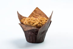 Isolerad muffin på vit bakgrund Arkivbilder