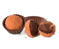 Isolerad närbild för chokladtryffel Arkivfoton