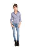 Isolerad nätt kvinna i jeans och full kropplängd. Fotografering för Bildbyråer