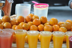 isolerad orange white för fruktsaft Arkivbild