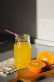 isolerad orange white för fruktsaft Arkivfoto