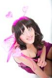 Isolerad röd rosa hjärta för härlig flickakvinna royaltyfri foto