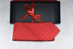 isolerad röd white för slips royaltyfria foton