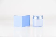 isolerad raka white för behållare kosmetiskt skum Arkivfoto