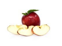 isolerad red skivad white för äpple bakgrund Arkivbild