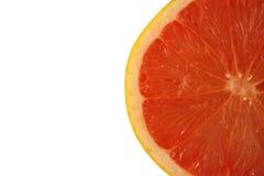 isolerad rosa white för grapefrukt hälft arkivbild