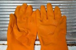 isolerad rubber white för bakgrund handskar Royaltyfria Bilder