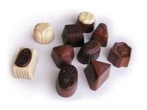 Isolerad samling för chokladgodisar Arkivfoton