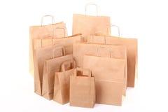 isolerad shopping för påsar brun gåva Royaltyfri Foto