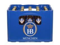 Isolerad spjällåda med flaskor av klassiska tyska traditionella Bavari Royaltyfri Fotografi