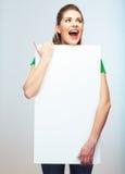 Isolerad stående för kvinnainnehavmellanrum affisch. Royaltyfri Bild