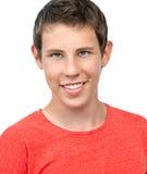 Isolerad stående för ungt le för pojke royaltyfri fotografi