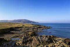 Isolerad stenig fjärd, Co Donegal Irland royaltyfri foto